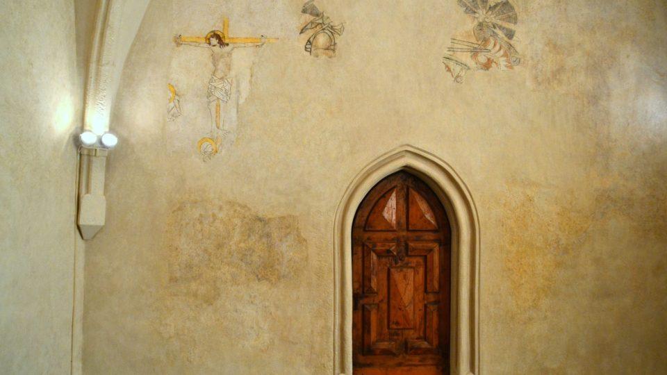 Větší část se nedochovala, protože ke stěně byl později přistaven komín, který malbu porušil