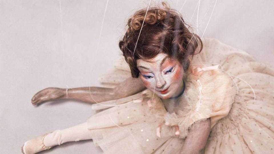 Autorství loutky Tanečnice je připiisováno slavnému Edgaru Degasovi