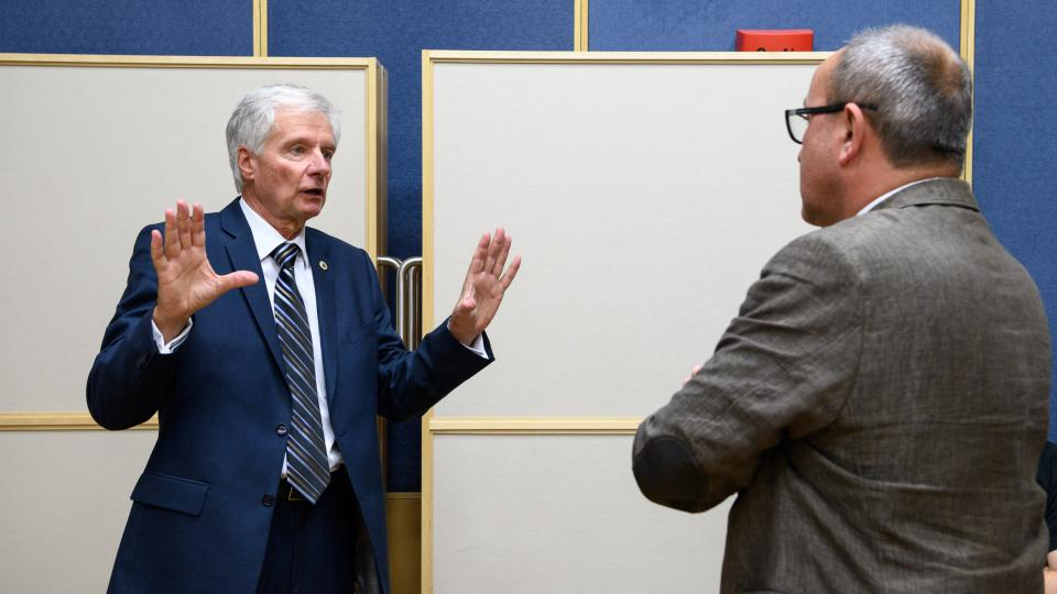 Předvolební debata 11. 11. 2017. Miroslav Sládek a moderátor Jan Pokorný