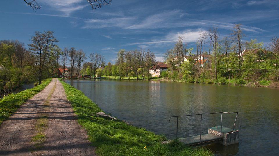 Uprostřed Osíka mají také rybník