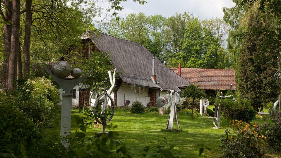 V budově bývalého hostince žili a tvořili umělci Ludmila Jandová a František Janda