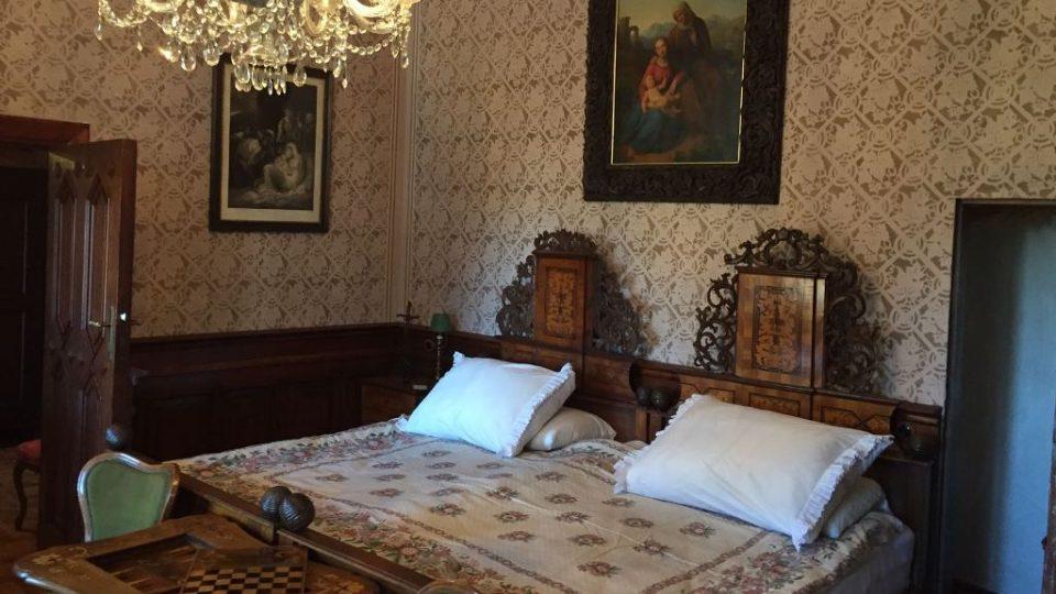 Nová prohlídková trasa na zámku Hluboká ukazuje hostinské apartmány a schwarzenberské stříbro