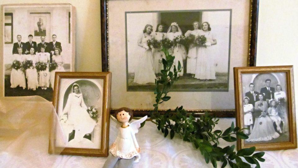 """Doprovodná výstava """"Vše kolem svateb"""""""