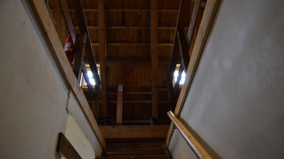 """Na Lesné v Krušných horách roste nový """"jako starý"""" dům. Bude součástí tamního muzea"""