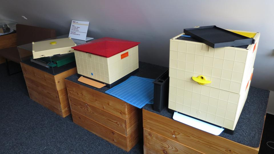 Včelaři často začínají používat i plastové úly