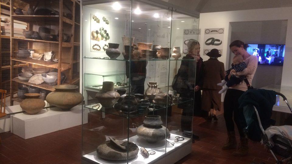Archeologické oddělení představuje keramiku nalezenou v okolí Teplic