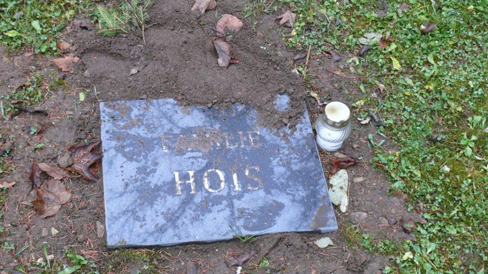 Deska je na křišťanovském hřbitově od podzimu 2017