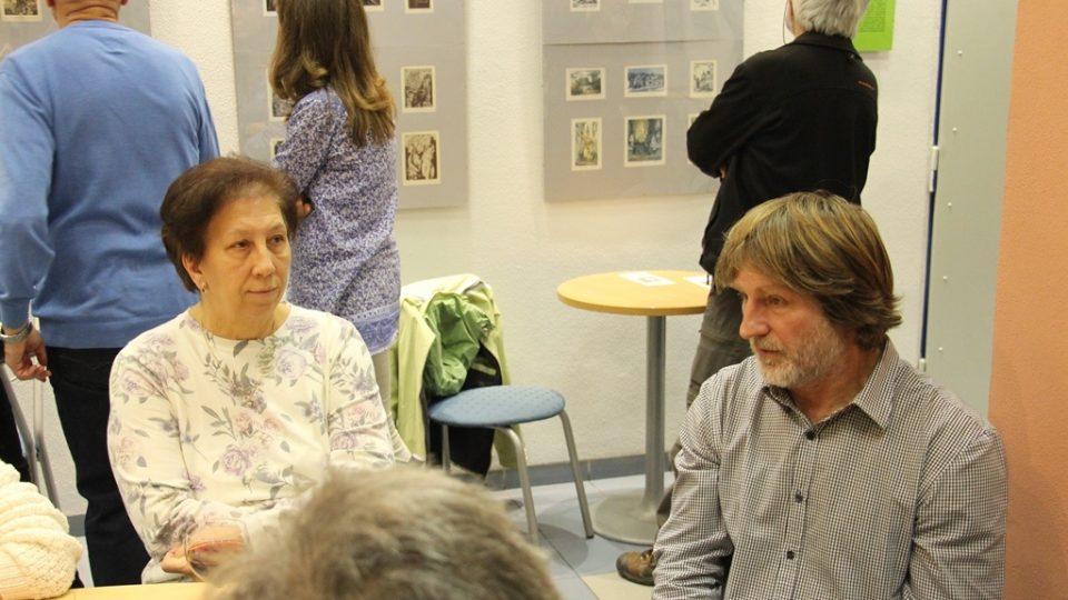 Výstava akvarelů a drobných grafik Miroslava Petříka v Českém rozhlase České Budějovice (výtvaník na snímku vpravo)