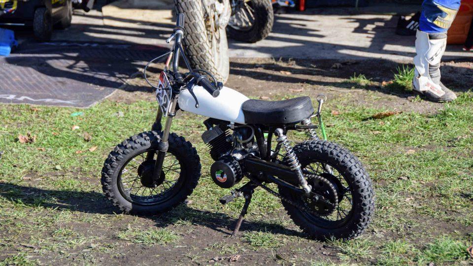 Malá motorka v depu kopřivnické ploché dráhy