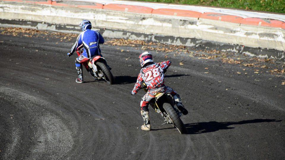 Jezdci na kopřivnické ploché dráze