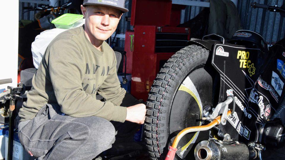 Mistr ČR Josef Franc v roli mechanika