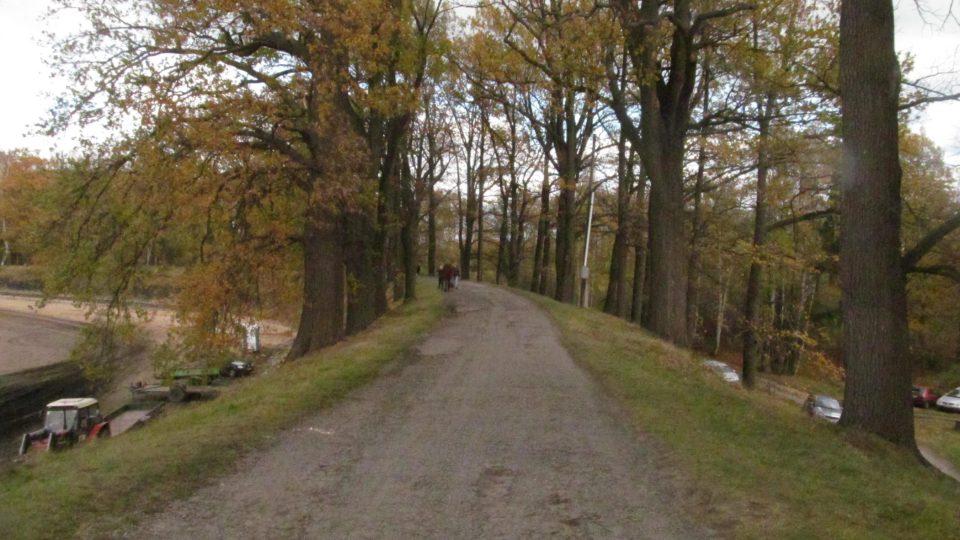 Hráz Dvořiště je dlouhá půl kilometru a vysoká deset metrů