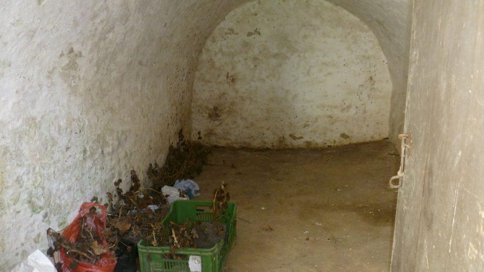 Zadní část bývala přepažená. Skladovaly se tam brambory