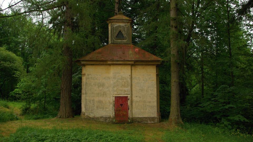 Kaple Nejsvětější Trojice u Ostružna byla součástí někdejšího lázeňského areálu  Foto Vlaďka Widová - kopie.JPG