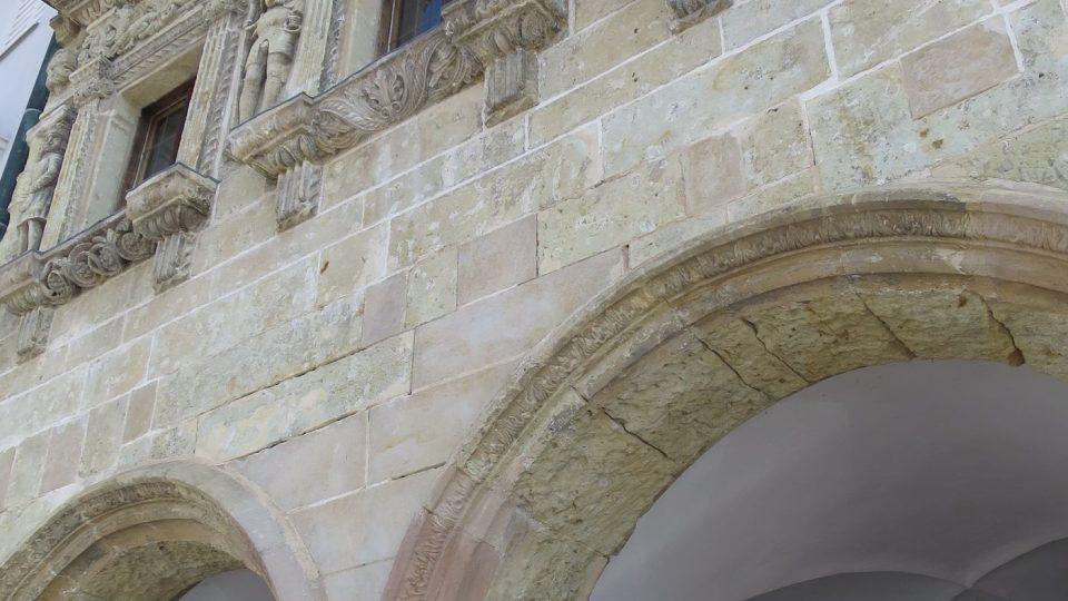 Fasáda renesančního Domu U Rytířů