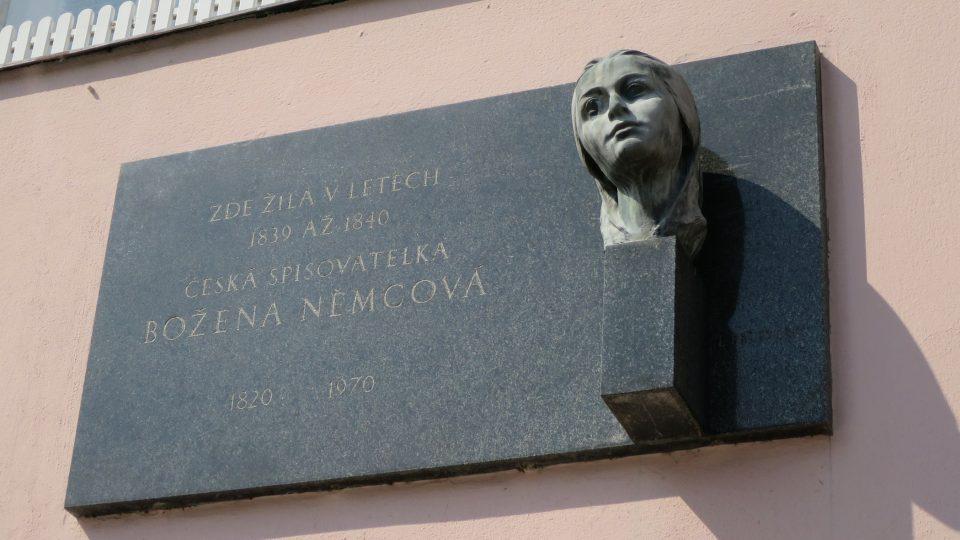 Na litomyšlském náměstí žila celá řada slavných osobností, například Božena Němcová, Alois Jirásek, Julius Mařák nebo Teréza Nováková