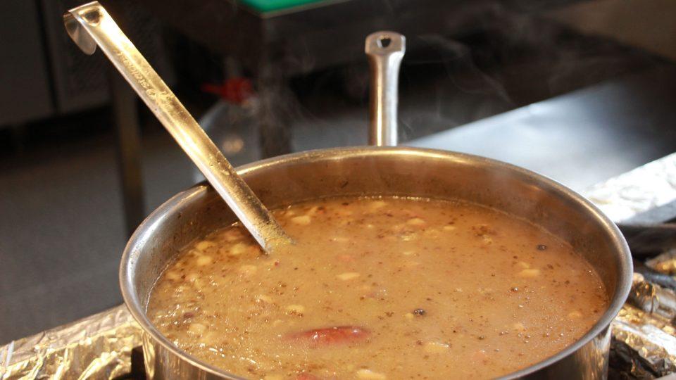 Zákvas z žitné mouky je hlavní ingrediencí tradiční polské polévky