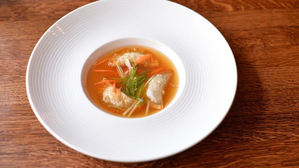 Polévka z volské oháňky s knedlíčky gyoza