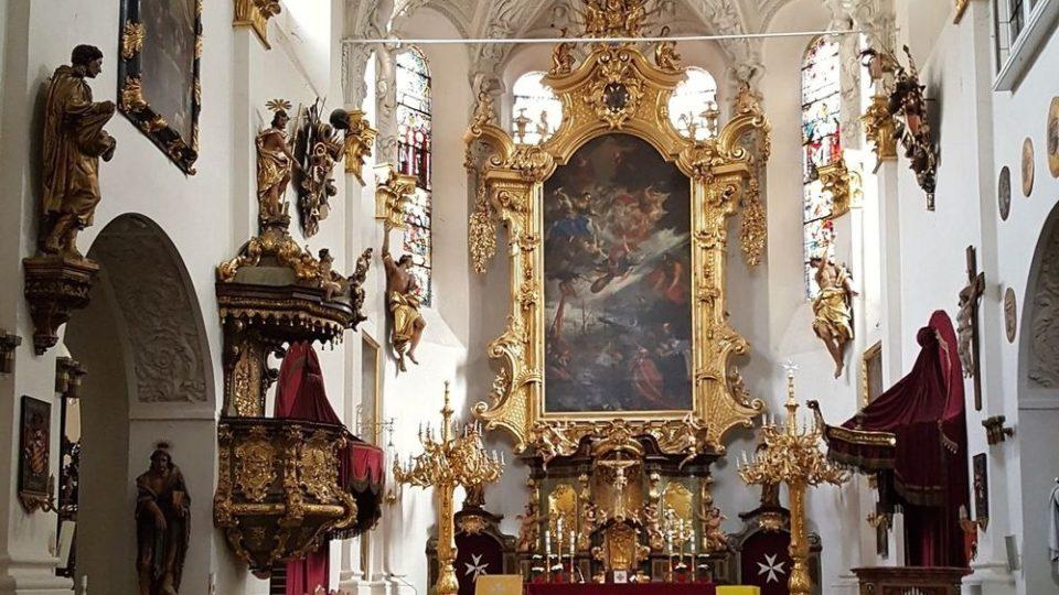 Interiér kostela Panny Marie pod řetězem
