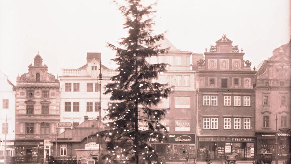 Vánoční strom, na plzeňském náměstí Republiky 1931