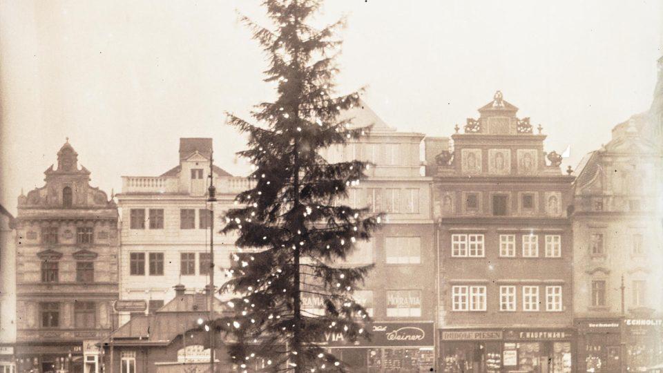 Vánoční strom na náměstí republiky 1931