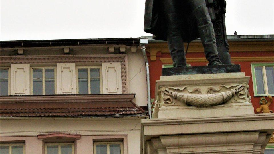 Replika sochy Josefa II. v blízkosti  Krakonošovy kašny