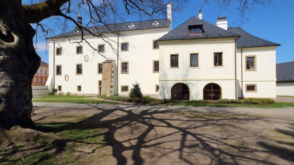 Práce slavného lanškrounského zlatníka mají ve stálé expozici Městského muzea Lanškroun. To sídlí v budově bývalého zámku