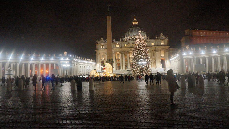 Noční Vatikán