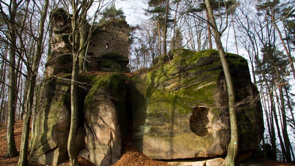 Samostatná obytná věž Kazatelnice na skalním bloku