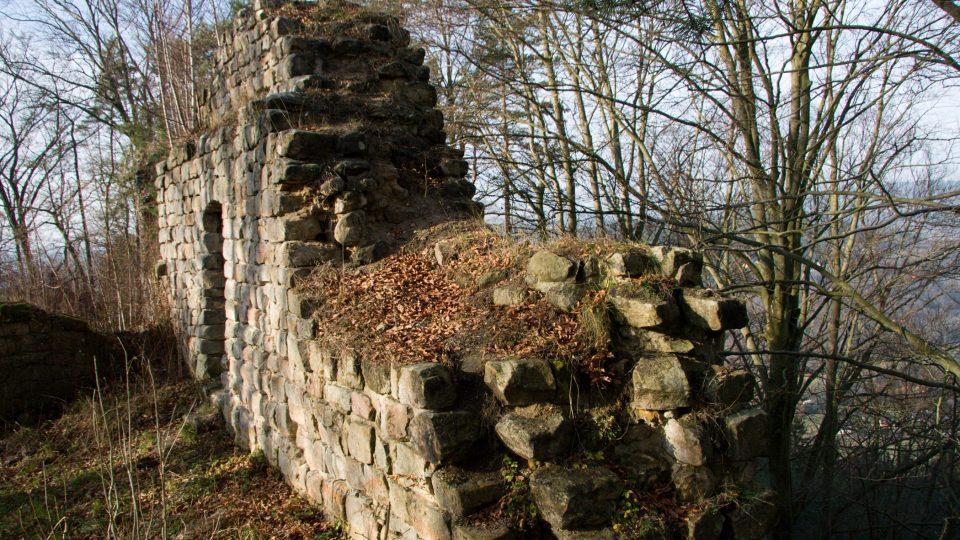 Severní zdivo paláce hradu Zbiroh