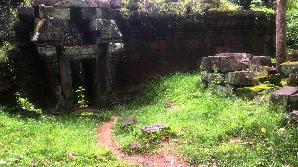 Vodu zadržovaly v okolí chrámů speciální obří nádrže, které ji pomocí kanálů přiváděli až k základům staveb. Ty by se totiž bez závlahy časem zřítily