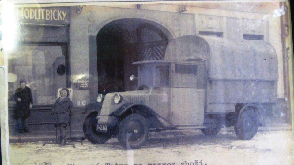 Firemní tatra na rozvoz zboží v roce 1932