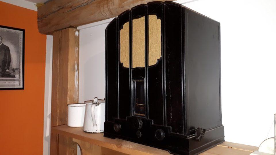 Prezident Masaryk obdivoval nové technologie. Jeden z prvních rozhasových přijímačů si pořídila i jeho hospodyně v lánském zámku