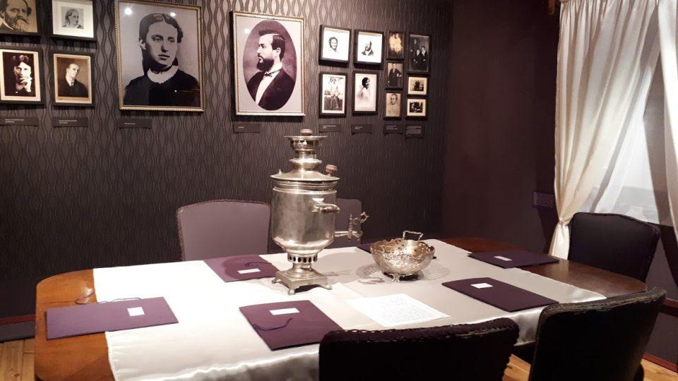 Stolování u Masaryků v Lánech bývalo jednoduché a elegantní - ukazuje to výstava v Muzeu TGM Lány
