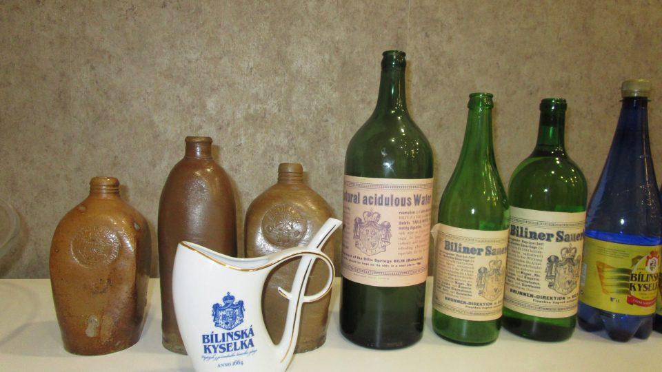 Kyselka se stáčela do lahví mnoha druhů a materiálů