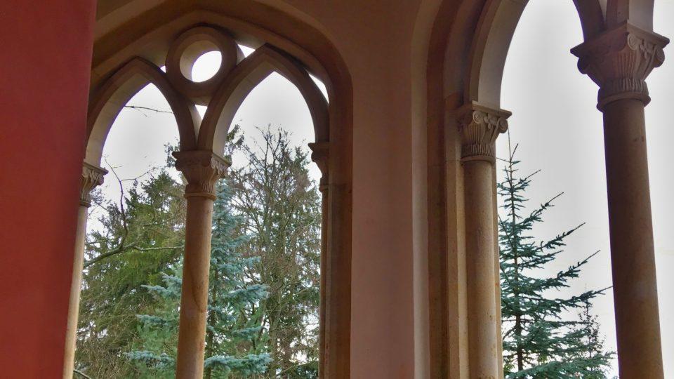 Pseudogotická okna