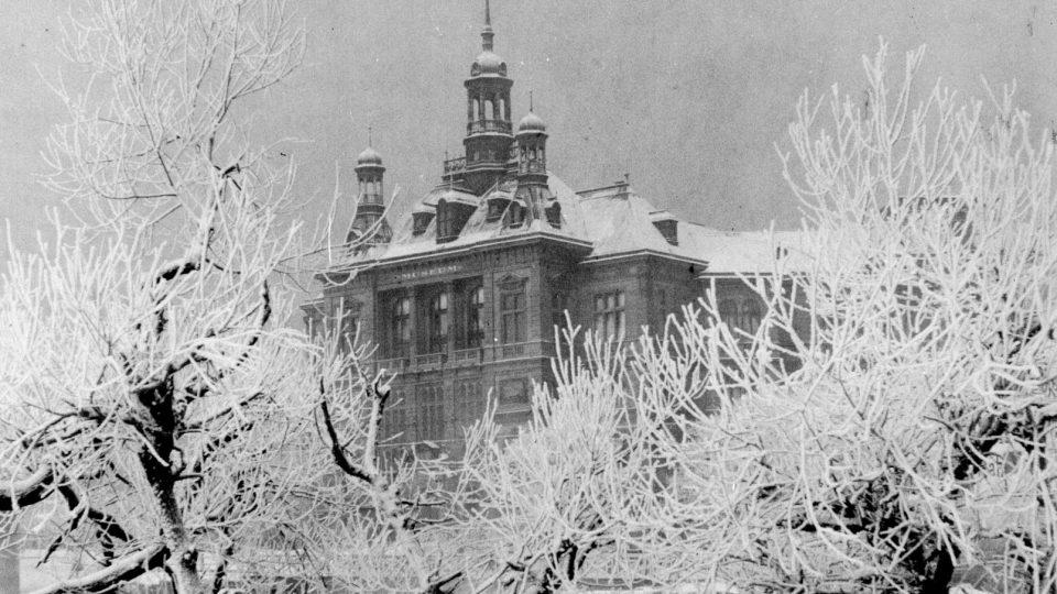 Zimní pohled na muzeum