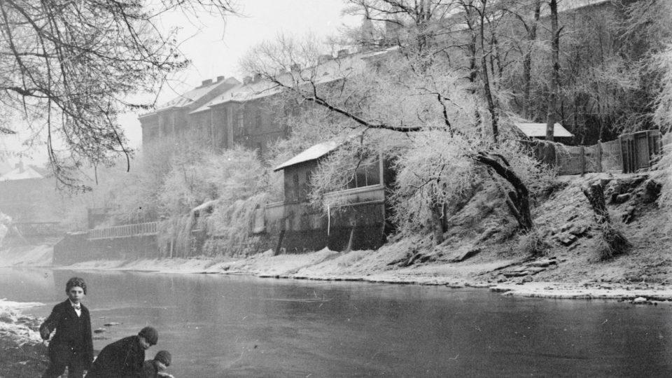 Kulturní dům Peklo - pohled od řeky z roku 1914