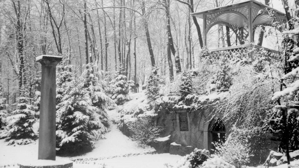 Plzeň-Lochotín, jeskyně