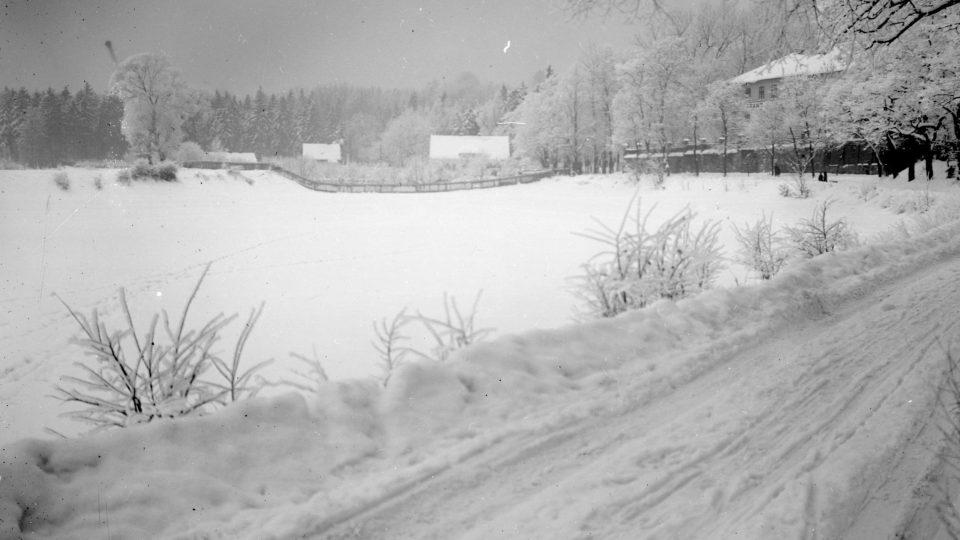 Plzeň-Lochotín, cesta pod porcelánkou z roku 1940
