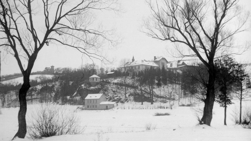 Zámeček - zimní pohled z roku 1916