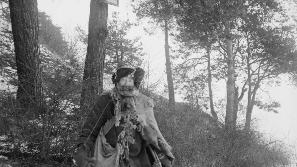 Starý žebrák. Foto z roku 1907