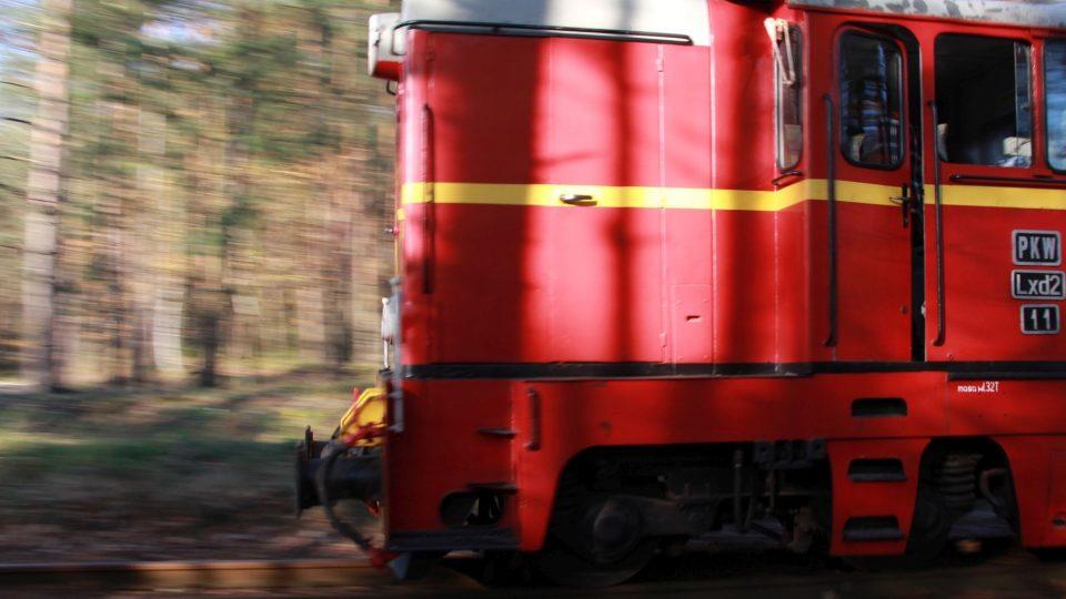 Jedna z dieslových lokomotiv na trati