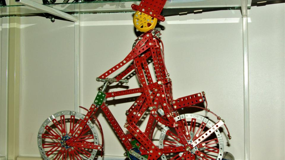 Merkurový cyklista v expozici poličského muzea
