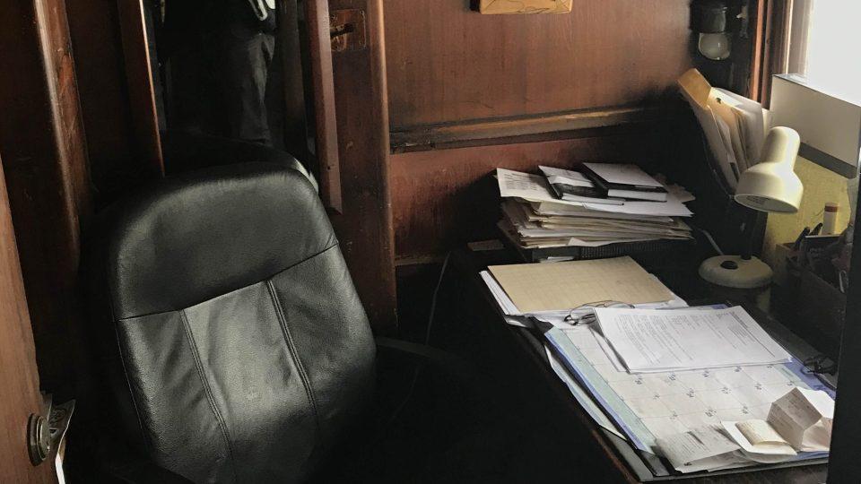 Kancelář si Jerry Cook udělal ve voze z roku 1906 určeném původně pro obchodní cestující