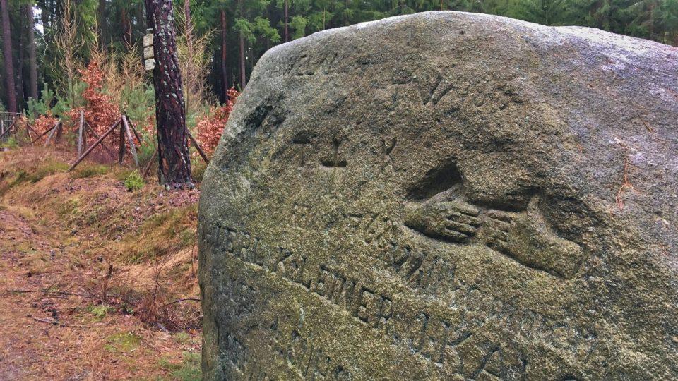 Jde o panský hraniční kámen. Další nápisy jsou mladšího data