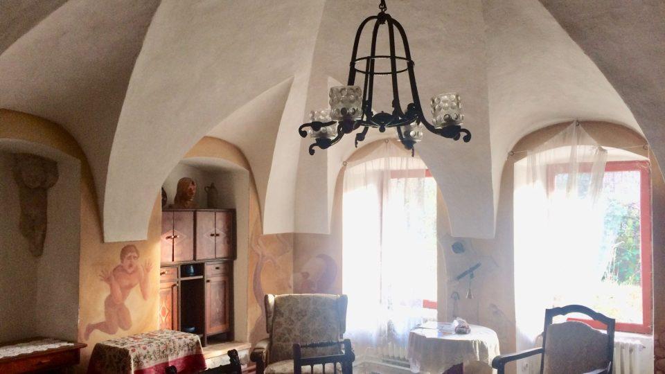 Největší místnost s klenbami, původně asi kaple nebo kostel