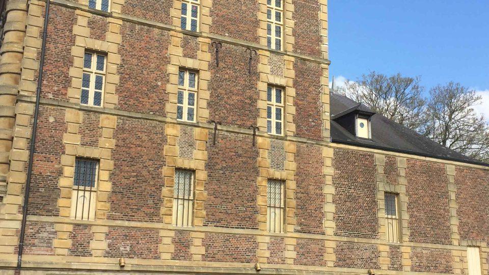 V bývalém mlýně na řece Mázeje dnes Rimbaudovo muzeum