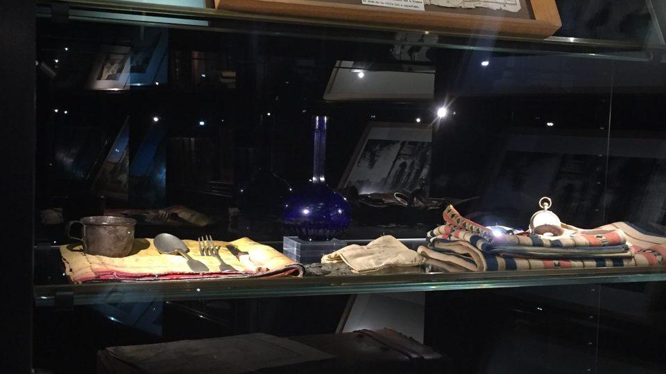 Kufr a osobní věci Arthura Rimabuda v jeho muzeu v rodném Charleville-Méziere