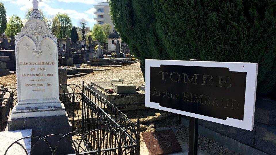 Rodina Rimbaudova má na hřbitově v Charleville-Méziere jen skromný náhrobek